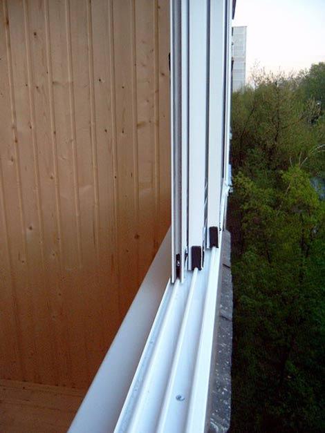 Балконные остекления распашные раздвижные чем отличаются..